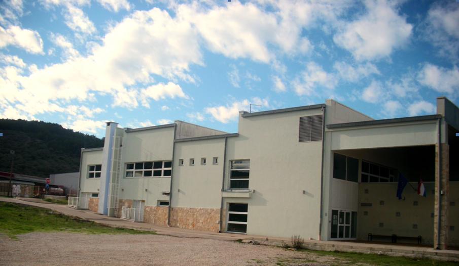"""Odobrena sredstva za projekt opremanja teretane u športskoj dvorani """"Vela Luka"""" na  Močnom lazu"""