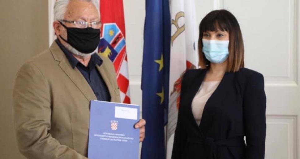 Ministrica Tramišak dodijelila 20 ugovora za ravnomjeran razvoj gradova i općina, Općina Vela Luka dobila 100.000,00 kn